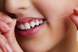 Чистка зубов нитью для профилактики пульпита