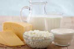 Польза кисломолочных продуктов при налете на языке