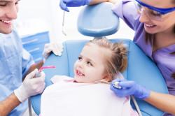 Посещение стоматолога для лечения шишки на десне