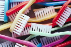 Частая смена зубной щетки для профилактики гингивита