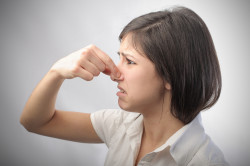 Неприятный запах изо рта при катаральном стоматите
